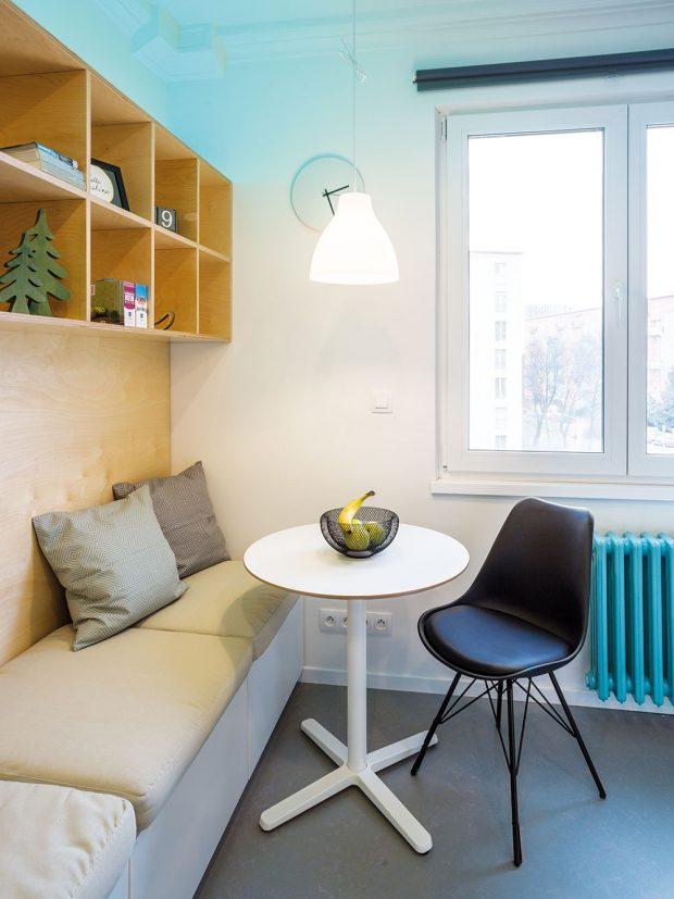 Ivextrémně malém bytě může vzniknout jídelní kout, kam se pohodlně vejdou dva lidé. FOTO MARIE KUKULOVÁ