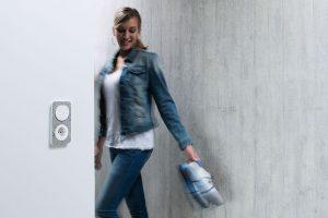 Sklo, kov nebo beton? Při výběru vypínačů odhoďte konvence!