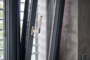 Inoutic nabízí kompletně šedá PVC okna
