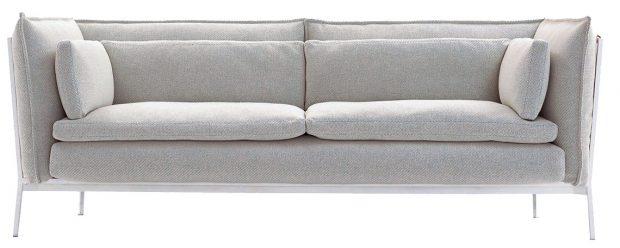 TROJPOHOVKA šedé barvy od značky Cappellini, kovový rám, vlna apolyamid, 82 × 230 × 90 cm, výška sedadla 44 cm, 8 737 €, www.nest.co.uk