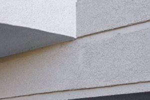 Kombinace jednosložkové silikonové omítky pastovité konzistence Baumit Silikon Top apastovité tenkovrstvé omítky Baumit Fine Top pro vytvoření jemného povrchu malých ploch aozdobných prvků. FOTO BAUMIT
