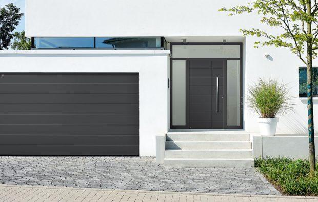 Vstupní dveře Hörmann ThermoSafe stloušťkou dveřního křídla 73 mm poskytují tepelnou izolaci aochranu domova proti vloupání. FOTO HÖRMANN