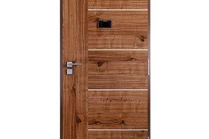 Bezpečnostní dveře Sapeli RC3 GOLIAS vprovedení Alegro15 stříbodovým hákovým zámkem, třemi plynule seřiditelnými závěsy atřemipasivními čepy, které tvoří zábranu proti vysazení dveří. FOTO SAPELI