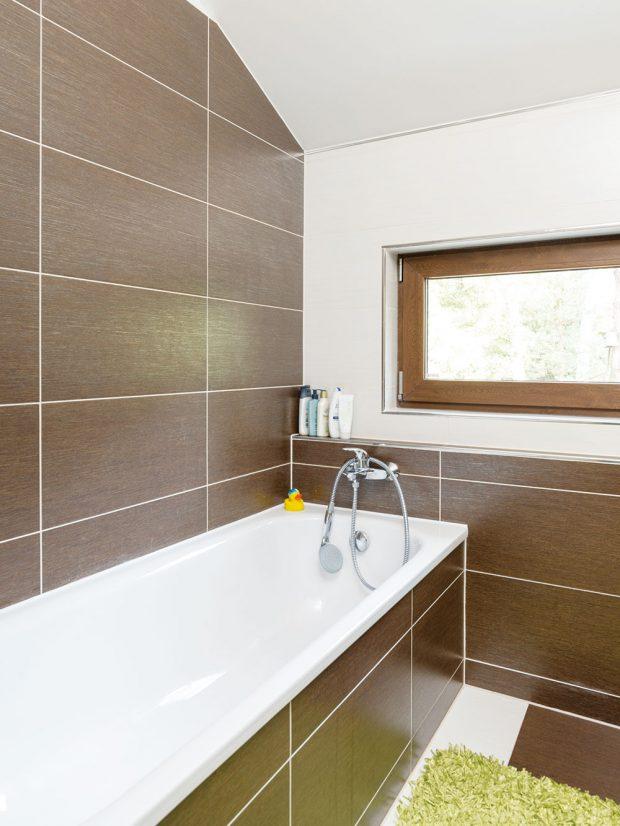Koupelna je laděna do hnědých, přírodních odstínů. Foto RD Rýmařov