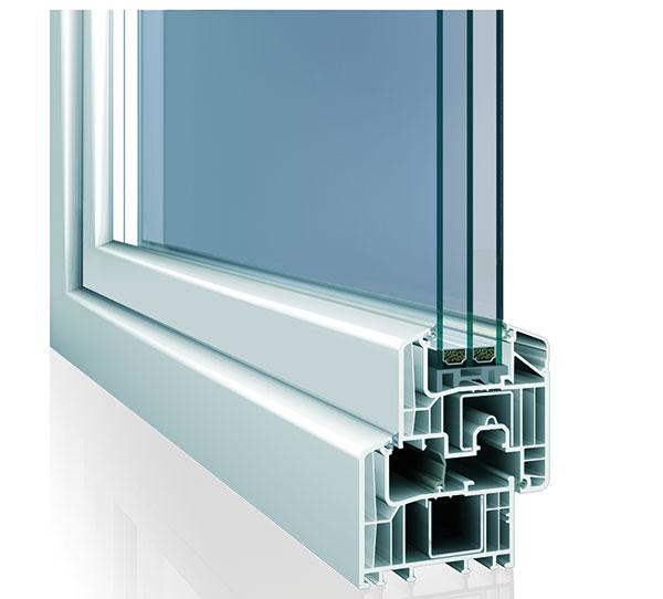 Okenní profil Eforte je vhodný pro úsporné bydlení. Při použití trojskel je jejich součinitel tepla 0,95 V/m2 ahodí se pak ipro pasivní domy. FOTO INOUTIC