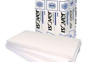 Izolační desky z expandovaného polystyrenu Isover EPS Perimetr s minimální nasákavostí jsou vhodné pro konstrukce v přímém styku s vlhkostí a vysokým zatížením, například základových desek a podobně. Standardně jsou nabízeny s polodrážkou. Maximální hloubka použití pod terénem je 4,5 m. FOTO ISOVER