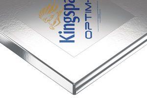 Kingspan Optim-R je panel s vakuovou izolací, který poskytuje třikrát lepší izolační vlastnosti ve srovnání se stávajícími vysoce kvalitními tepelněizolačními materiály a až pětkrát lepší vlastnosti než běžně dostupné tepelněizolační materiály. Jeho hlavní výhodou je, že vynikajících výsledků, doporučených normou, dosahuje při minimální tloušťce do 50 mm. FOTO KINGSPAN IZOLACE