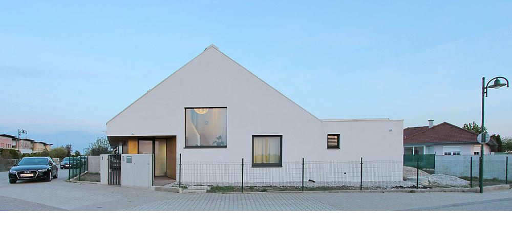 Dům z rakouského Burgenlandu: Skvělý příklad využití rohového pozemku