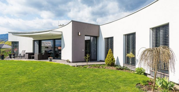 Atypický obloukový dům v Ivachnové své nové majitele nadchl
