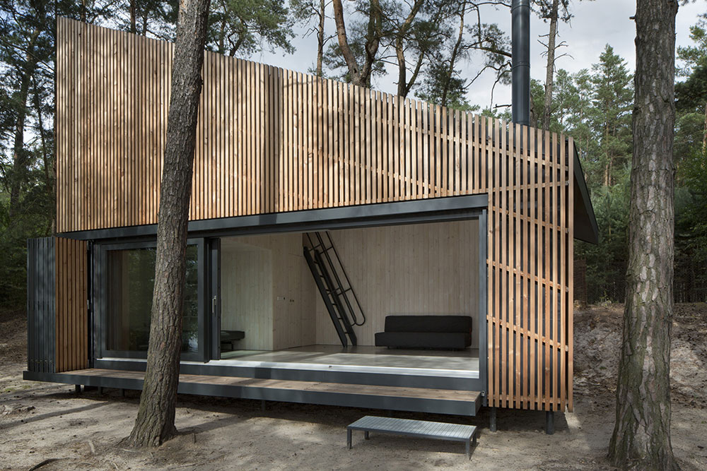 Chata na břehu jezera: V neobvyklém tvaru a minimální typologii