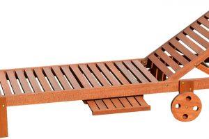 Zexotické dřeviny meranti je vyrobeno lehátko Annecy. Ideální je na opalování nebo odpočinek. Praktický je ivysunovací servírovací stolek, na který si můžete odložit drobnosti. Prodává Hornbach.