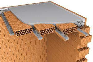 Do běžného, ale i vlhkého prostředí uzavřených objektů je vhodný Porotherm strop, systém tvořený cihelnými vložkami MIAKO PTH a keramobetonovými stropními nosníky POT, vyztuženými svařovanou prostorovou výztuží. Pokud bude strop použit v prostředí s relativní vlhkostí vzduchu 60–80 procent, musí být na podhledu opatřen omítkou tloušťky minimálně 15 mm. FOTO WIENERBERGER