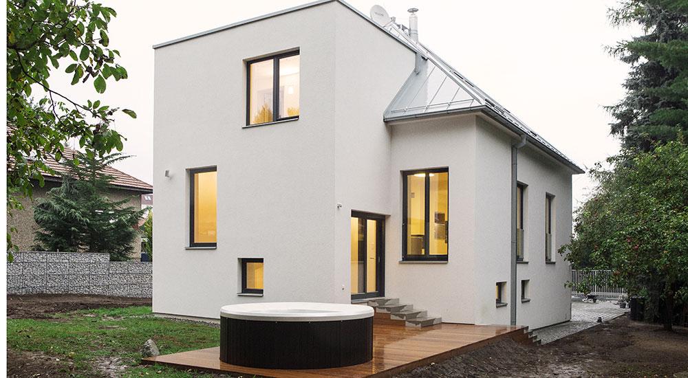 Dům v Praze otočili o 180 stupňů: Nepotřebovali na to ani hydrauliku, ani magii!