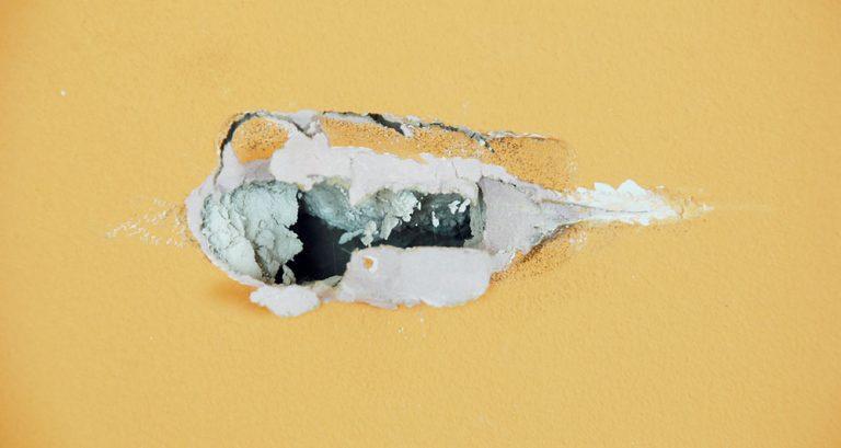 Oprava sádrokartonové stěny