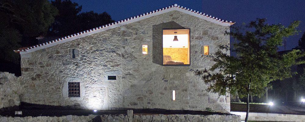 Zrekonstruovaný kamenný dům, který vás nenechá chladnými