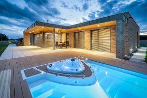 Praktický jednopatrový dům s cihlovou fasádou