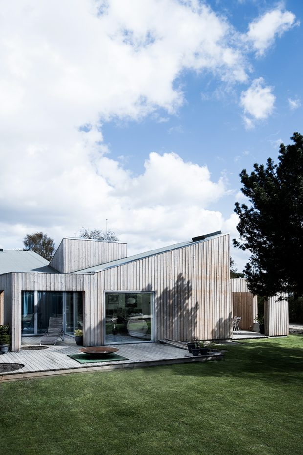 Sigurd-Larsen-Design-Architecture_-The-Roof-House-daylight-wood-facade-Copenhagen-11