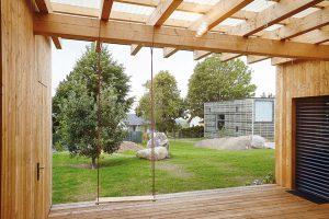 Majitelé chtěli dům nízkoenergetický, nevelký, s dostatečným zázemím pro rodinné bydlení a pobyt na zahradě. FOTO: Jiří Princ