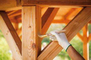 Impregnace na vodní bázi chrání dřevo proti dřevokaznému hmyzu, dřevokazným houbám, zahnívání a modrání dřeva. Výborné penetrační vlastnosti zajišťují hloubkové pronikání do dřeva a dlouhodobou ochranu. FOTO BONDEX