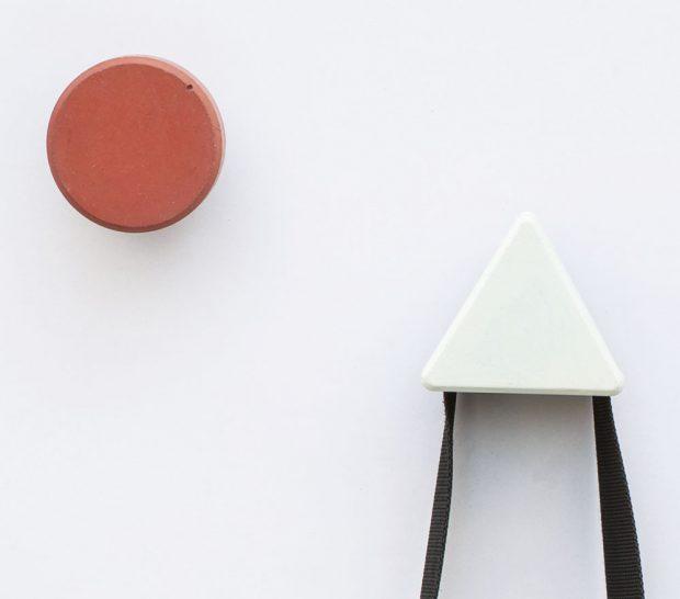 Betonový věšák INGGUR od Bentu se bude perfektně vyjímat v minimalistických koupelnách. FOTO CLARO