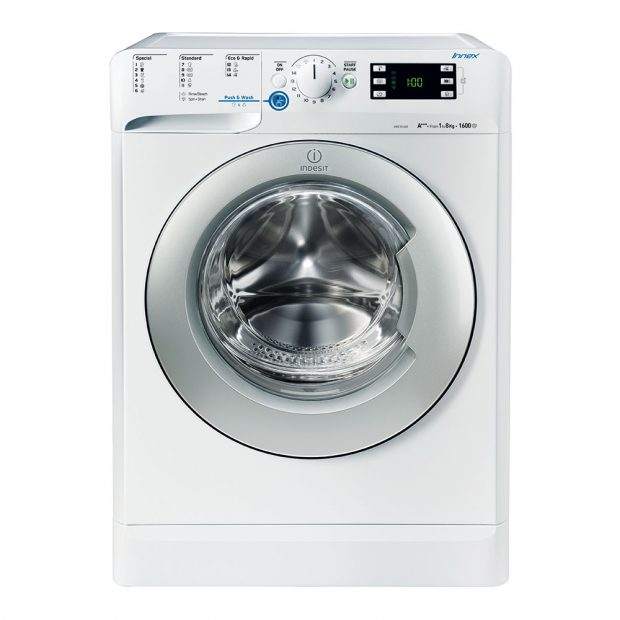 Indesit INNEX XWE 81683X WSSS, automatická pračka, energetická třída A+++, kapacita bubnu 8 kg, univerzální 50minutový cyklus, tichý chod při praní, máchání a odstřeďování, velký digitální displej, odložení startu, ukazatel délky pracího cyklu, sportovní program a program pro odstranění zápachů, 9 490 Kč.