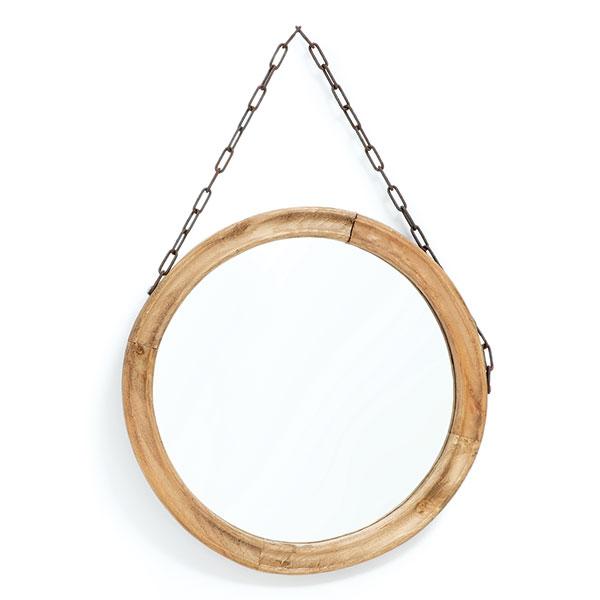 Umyvadlo nemusí být vždycky pevnou součástí koupelnové skříňky. Efektní a přitom nenápadné je kulaté zrcadlo s řetězem, které snadno přemístíte tam, kam se vám zrovna hodí. Třeba na stěnu nad umyvadlo nebo nad toaletní stolek. FOTO ZARA