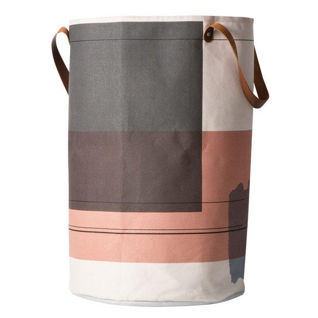Šedo-lososový prádelní koš Colour Block je tím pravým barevným akcentem koupelny, pokud v místnosti chcete zároveň zachovat střídmost. FOTO DESIGNVILLE