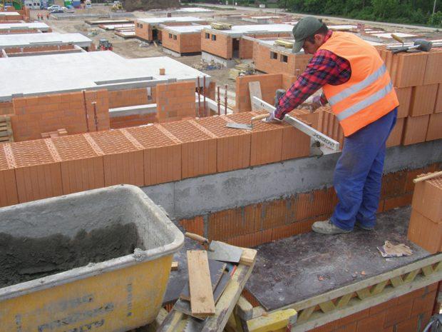 Čerstvá malta MALMIX má široké uplatnění. Je vhodná k použití ve venkovních i vnitřních stavebních částech s konstrukčními požadavky. Zdroj: Českomoravský beton
