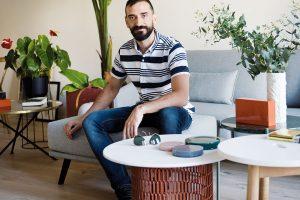 Majitel Santi má blízký vztah ke sportu, hlavně k cyklistice. Protože má rád i design, nechybí u něj doma několik designérských kousků. FOTO ROBERTO RUIZ, WWW.ROBERTORUIZ.EU