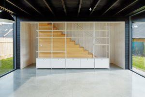 Detaily se ve větší míře ukazují na vestavěném nábytku. Vše je navržené pro tuto stavbu na míru. FOTO BoysPlayNice