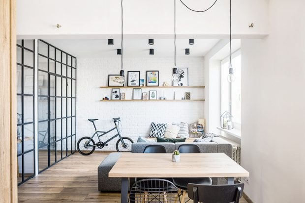 Do obývací části chtěl majitel doplnit ještě křesílko. Nakonec se zde však zabydlelo kolo Yooniq, které Michal sám navrhl a dnes se dá koupit v prodejnách Kellys Bicycles.