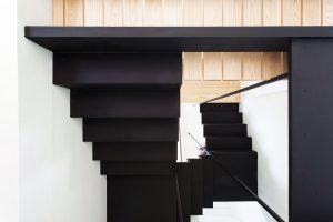 Spodní pohled na schodiště odhaluje jeho konstrukci. FOTO FRANCIS PELLETIER