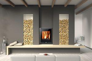 Krbová vložka Almeria má jmenovitý výkon 8 kW a výhřevnost 98–190 m3. Účinnost spalování je 82,3 % a umožňuje spalovat jak dřevo, tak i hnědouhelné brikety. FOTO THORMA
