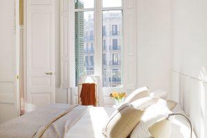 Všechny místnosti jsou díky vysokým oknům světlé a vzdušné. FOTO WESTWING HOME&LIVING