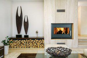 Krbová vložka Landscape s výkonem 11 kW vyhřeje 120–200 m3. Účinnost spalování je 76 %, přikládat lze palivovým dřívím i briketami. FOTO THORMA