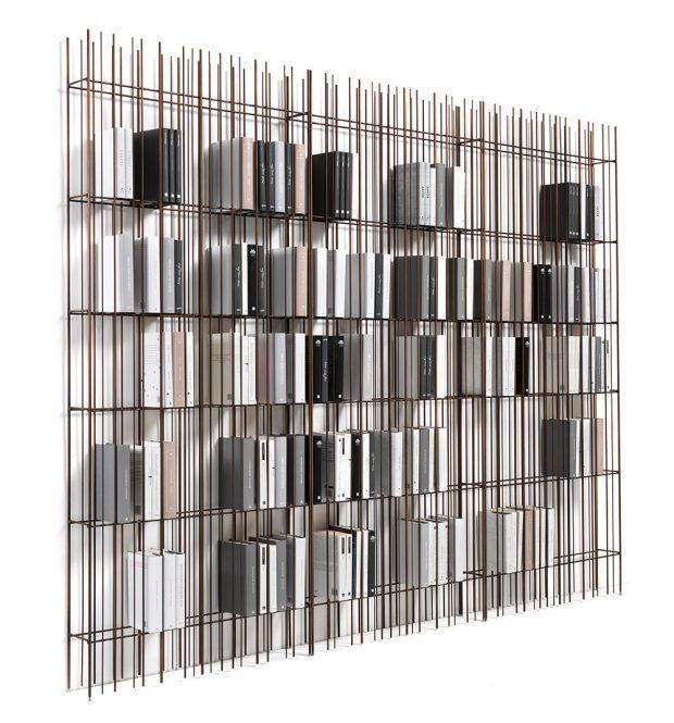 Trubky různých tlouštěk, nahusto poskládané vedle sebe, vytvářejí jedinečný kousek – knihovnu Metrica od značky MOGG. Knihovna se stane pravým uměleckým dílem, až si v ní vytvoříte libovolnou kompozici z knížek. FOTO MOGG