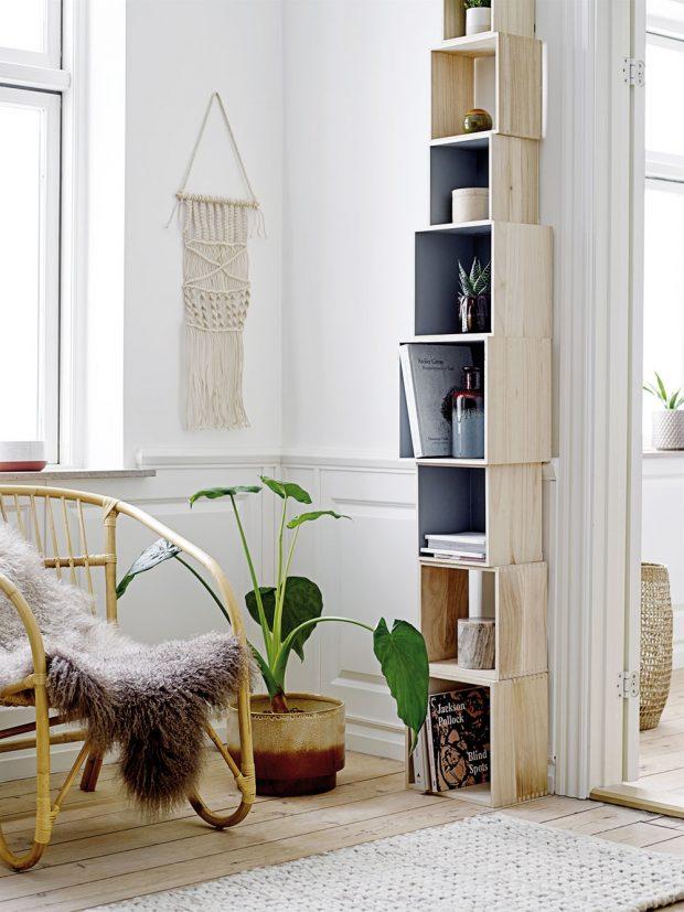 Menší, větší, největší – dřevěné boxy různě poskládané na sebe tak vysoko, jak se vám líbí a hlavně jak se vám vejdou do místnosti. I takhle může vypadat knihovna. FOTO BLOOMINGVILLE