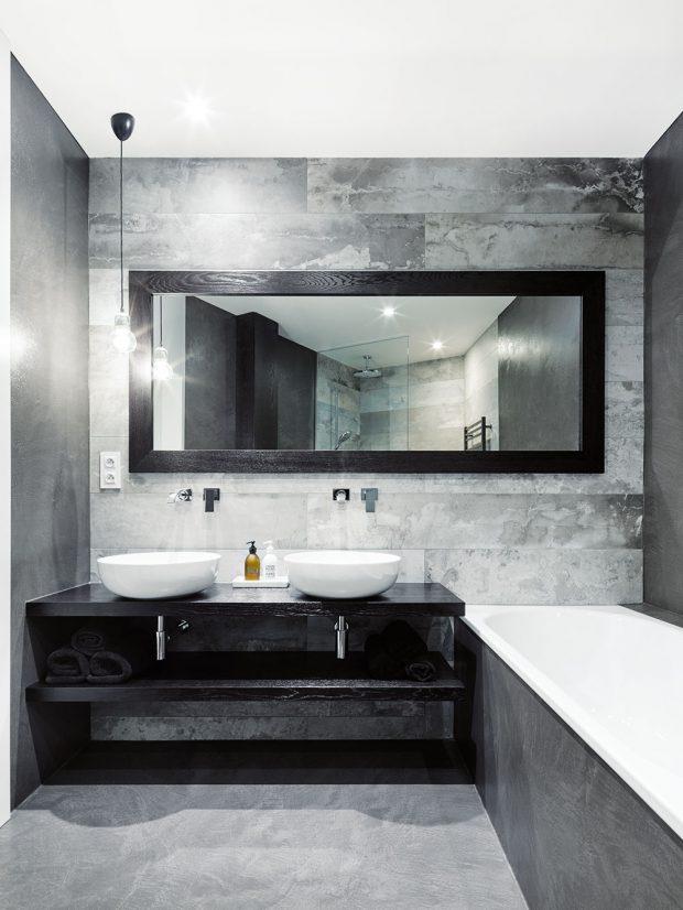 Koupelna je společně s ložnicí jedinou tmavší místností bytu.FOTO BOYSPLAYNICE