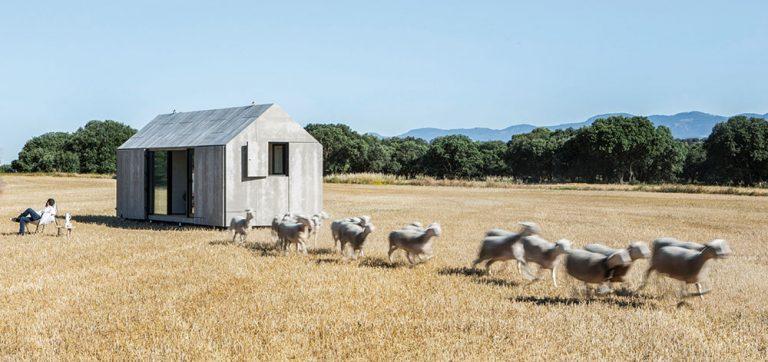 Útulné startovací bydlení: Stěhovavý domek poskytne dvojici na malé ploše vše potřebné