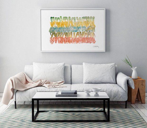 Aby se z obývacího pokoje stalo vaše útočiště, vytvořte si kolem gauče útulný kout. Chybět by v něm neměl prostorný konferenční stolek na odkládání nápojů, knížek a časopisů, deka, do které se zabalíte, a koberec, který celé místo orámuje. FOTO BONAMI