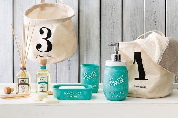 Uvolněné prostředí vašíkoupelny zařídí voňavé doplňky – mýdla, vůně asamozřejmě krásné nádobky. FOTO WESTWING