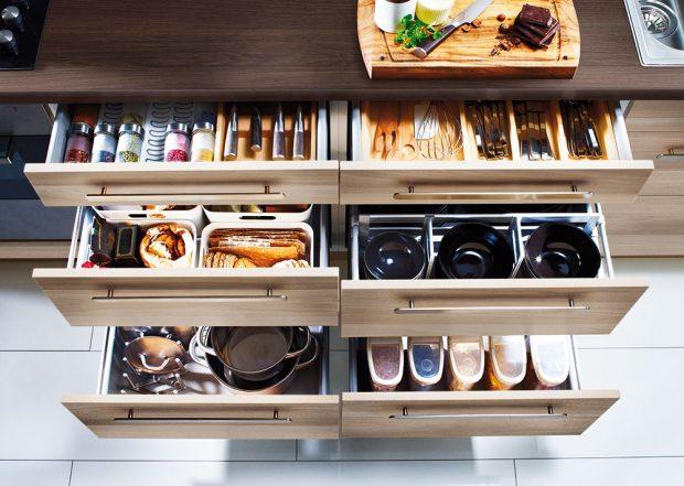 Příborník Variera a další praktické organizéry do zásuvek můžete pořídit v obchodních domech IKEA.