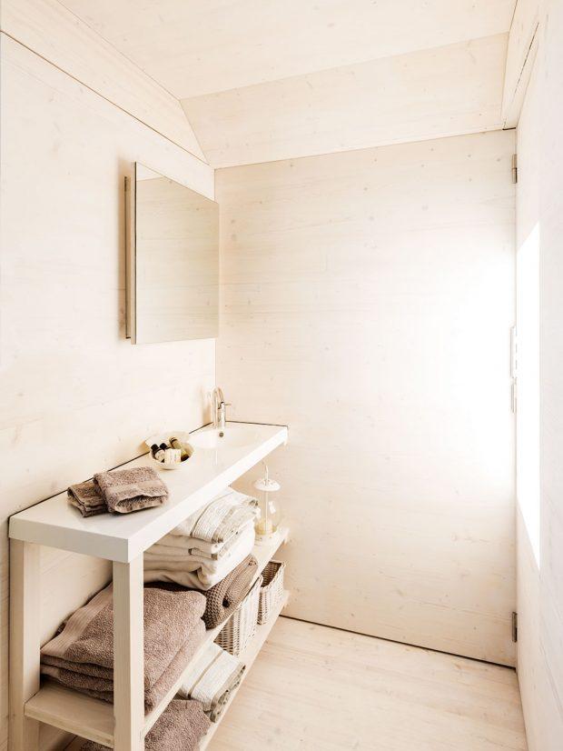 Koupelna se sprchovým koutem poskytuje potřebné vybavení na minimální ploše. Foto Juan Baraja