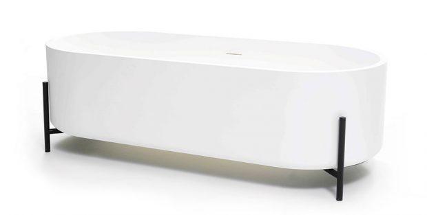 Samostatně stojící vany, které se stanou dominantou koupelny, jsou vsoučasnosti velmi populární. Zvolit si můžete například stylový model na tenkých, tmavých nožkách. FOTO www.ex-t.com