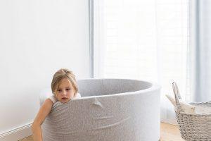 Kuličkový bazén děvčata často využívají ke hře iodpočinku nejen jednotlivě, ale iobě současně. FOTO Nora aJakub Čaprnka