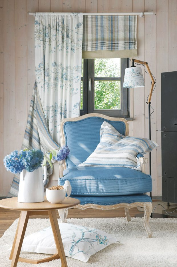 Pastelové barvy – modrá, růžová ifialová vkombinaci se starou bílou, světlou béžovou ajemnou šedou tvoří dokonalou symbiózu. FOTO JAB ANSTOETZ FABRICS