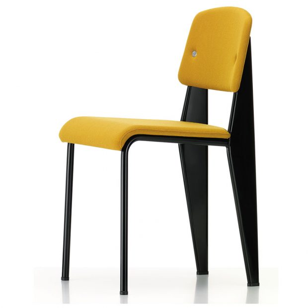 Židle Standard SR Master, design Jean Prouvé, výška sedáku 46,5 cm, dubové dřevo, polstrování, cena na vyžádání, www.vitra.com