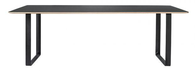 Stůl Muuto 70/70, design TAF Architects, délka 170 cm, šířka 85 cm, výška 73 cm, překližka s linoleem/laminátem, litý hliník, 33 500 Kč, www.designville.cz