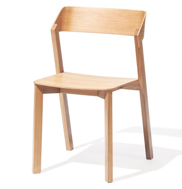Židle Merano, design Alex Gufler, masivní dubové dřevo, výška 79 cm, výška sedadla 45 cm, hloubka sedadla 42 cm, 6 510 Kč, TON