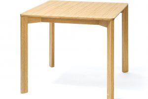 Stůl Lasa, masivní dubové dřevo, 90 x 90 cm, výška 76 cm, 17 910 Kč, TON
